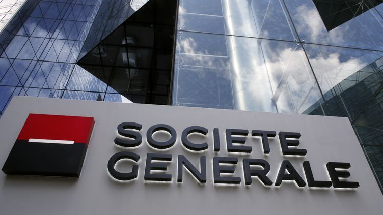 Le siège de la Société générale dans le quartier d'affaires de la Défense, près de Paris, le 19 mai 2015. (THOMAS SAMSON / AFP)
