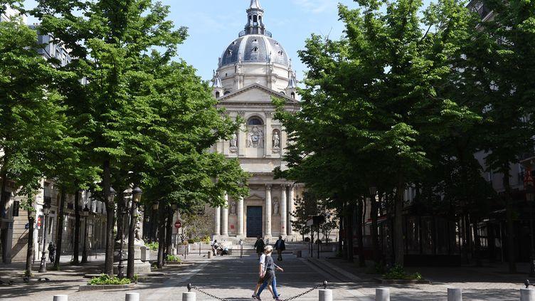 La place de la Sorbonne à Paris en avril 2020. (ERIC PIERMONT / AFP)