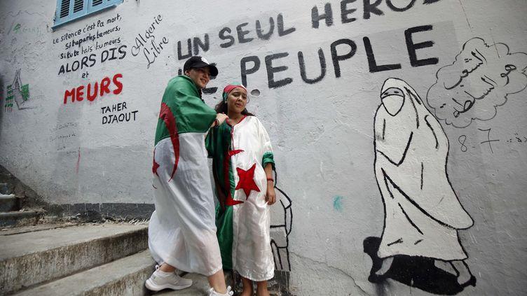 Des manifestants algériens, le vendredi 5 juillet 2019, à Alger. (BILLAL BENSALEM / NURPHOTO)