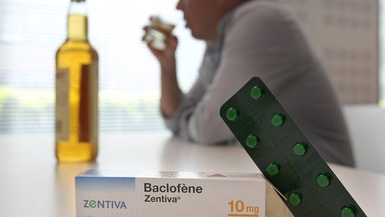 Le baclofène bénéficie d'une recommandation temporaire d'utilisation pour le traitement de l'alcoolo-dépendance depuis 2014. (LARTIGUE STEPHANE / MAXPPP)