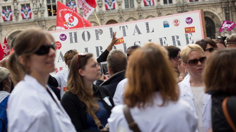 (Manifestation du personnel des hôpitaux à Paris le 21 mai 2015 © Maxppp)