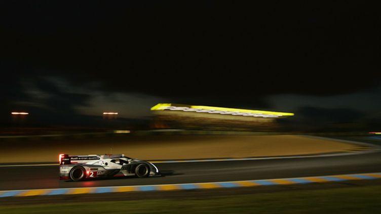 L'Audi N.2 fend la nuit du Mans (AUDI COMMUNICATIONS MOTORSPORT / AUDI COMMUNICATIONS MOTORSPORT)