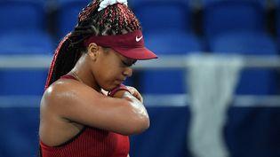 La numéro 2 mondiale, Naomi Osaka, a été éliminée dès les huitièmes de finale du tournoi olympique, mardi 27 juillet. (TIZIANA FABI / AFP)