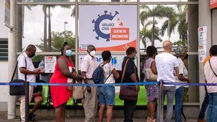 Un centre de vaccination contre le Covid-19 à Pointe-à-Pitre, en Guadeloupe, le 30 juillet 2021. (YANNICK MONDELO / AFP)