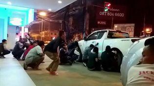 En Thaïlande, un soldat a abattu au moins 20 personnes samedi 8 février; une tuerie qu'il a en partie diffusée sur Facebook. (France 2)