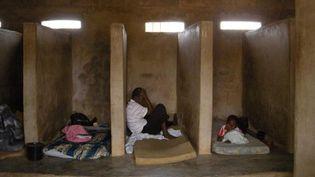 Le Centre de renouveau spirituel et de guérison dans le sud du Ghana. Certains malades mentaux confinés ici sont enchaînés au mur. (Photo/HRW)