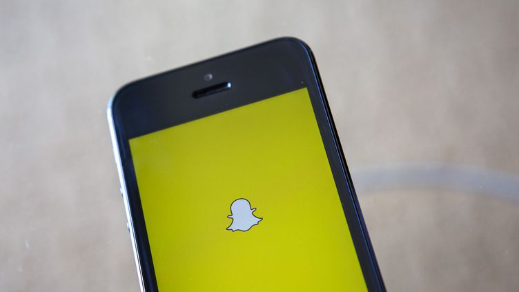 L'application Snapchat, dont les messages s'autodétruisent en moins de dix secondes, va devoir améliorer sa confidentialité et sa sécurité. (ERIC THAYER / REUTERS)
