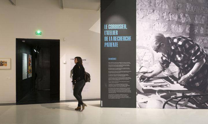 A l'entrée de l'exposition Le Corbusier au musée Soulages de Rodez.  (Eric Cabanis / AFP)