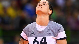 Alexandra Lacrabère après la défaite de la Farnce face à la Russie en finale des Jeux olympiques de Rio (Brésil), le 20 août 2016. (FRANCK FIFE / AFP)