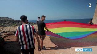 """Malte, le plus petit État de l'Union Européenne, est le champion d'Europe pour le respect des droits des minorités sexuelles, et des non-binaires. C'est le cas de Matthew, dans cet extrait de """"Nous les Européens"""". (Capture d'écran France 3)"""