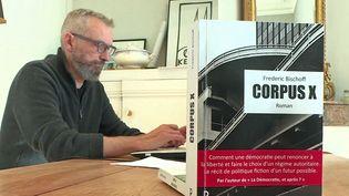 """Frédéric Bischoff auteur du roman """"Corpus X"""" (France 3 Pays de la Loire)"""