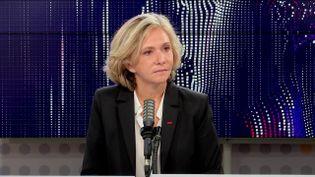 Valérie Pécresse, présidente de la région Île-de-France et candidate à l'investiture de LR pour la présidentielle, le 20 octobre 2021 sur franceinfo.  (FRANCEINFO / RADIO FRANCE)