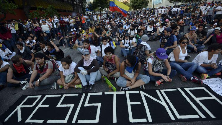Des étudiants protestent contre le gouvernement vénézuélien à Caracas, le 16 février 2014. (JUAN BARRETO / AFP)