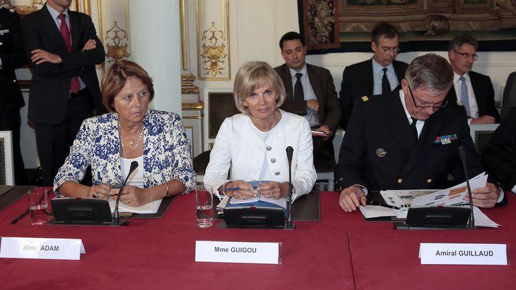 Elisabeth Guigou (au centre), la présidente de la commission des affaires étrangères de l'Assemblée,le 2 septembre 2013 à l'hôtel Matignon (Paris). (DEMARTHON / AFP)