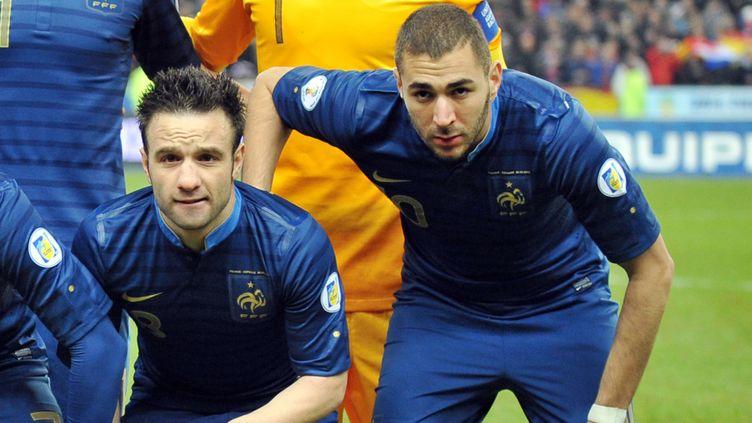 (Mathieu Valbuena et Karim Benzema avant un match de l'équipe de FRance ©maxPPP)