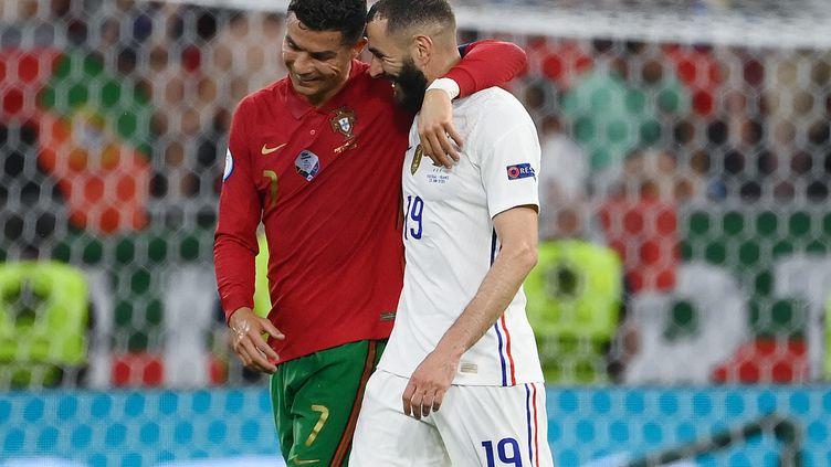 Doubles buteurs, Cristiano Ronaldo et Karim Benzema, les anciens coéquipiers sous le maillot du Real Madrid, poursuivent leur parcours dans l'Euro, le 23 juin 2021. (FRANCK FIFE / POOL / AFP)