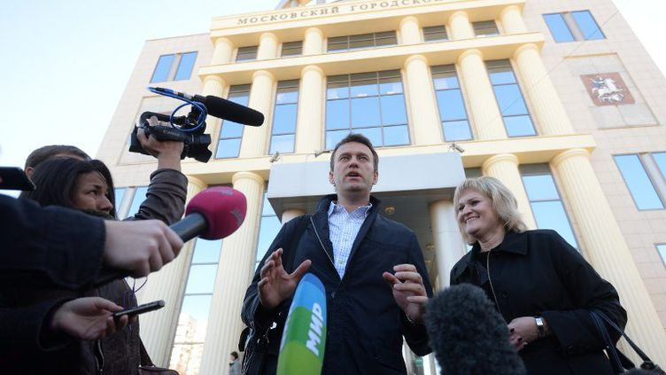 L'opposant russe Alexeï Navalny devant le tribunal de Moscou (Russie), le 14 octobre 2013. (ALEXEY KUDENKO / RIA NOVOSTI)