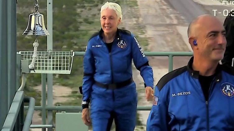 Tourisme spatial : Jeff Bezos est allé, à son tour, dans l'espace (France 3)