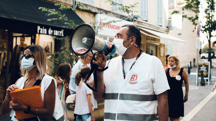 Des membres du personnel de l'hôpital d'Aix-en-Provence (Bouches-du-Rhône) manifestent dans le cadre du Ségur de la santé, le 7 juillet 2020. (THEO GIACOMETTI / HANS LUCAS / AFP)