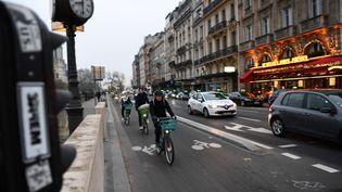Des cyclistes lors de la grève des transports, le 5 décembre 2019, à Paris. (CHRISTOPHE ARCHAMBAULT / AFP)