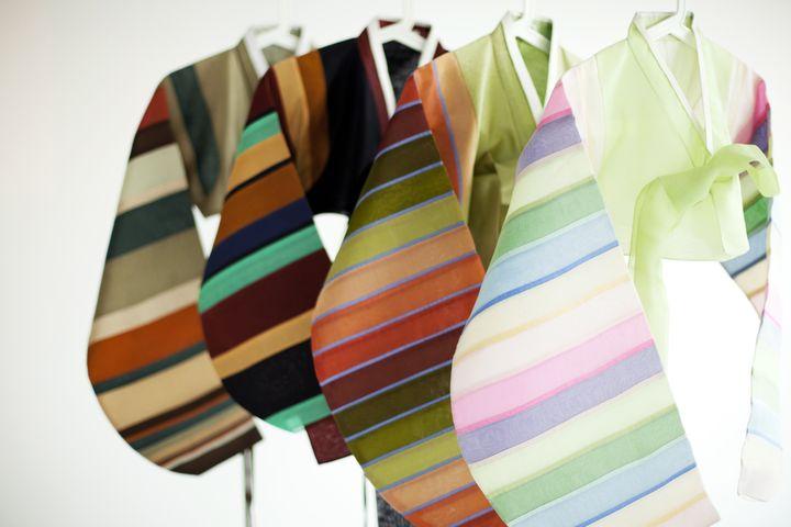 Vestes courtes à bandes multicolores (saekdongjeogori) en soie des années 1980 signées Lee young-Hee (MAISON LEE YOUNG-HEE)