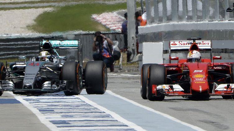 Lewis Hamilton et Sebastian Vettel au coude à coude au GP de Malaisie