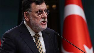 Fayez al-Sarraj, le chef du gouvernement de Tripoli reconnu par l'ONU, souhaite passer la main à un futur gouvernement d'union nationale. Il serait issu des prochaines négociations entre les factions rivales, prévues à Genève en octobre 2020. (ADEM ALTAN / AFP)