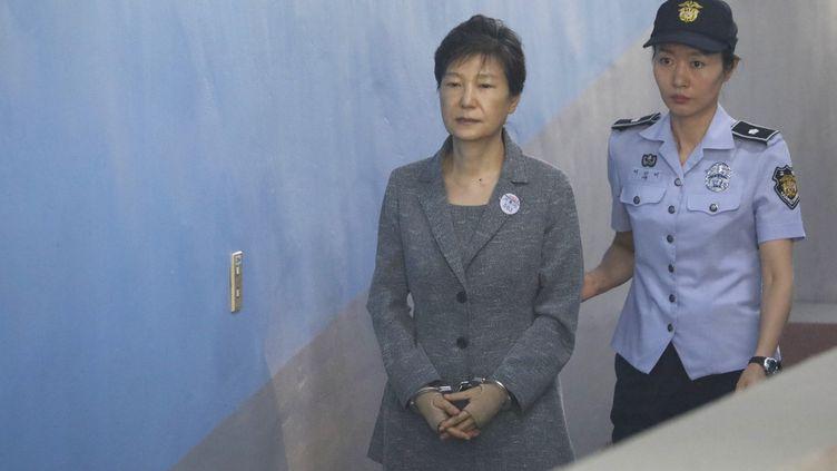 L'ancienne présidente sud-coréenne Park Geun-hye arrive au tribunal à Séoul, le 25 août 2017. (AFP)