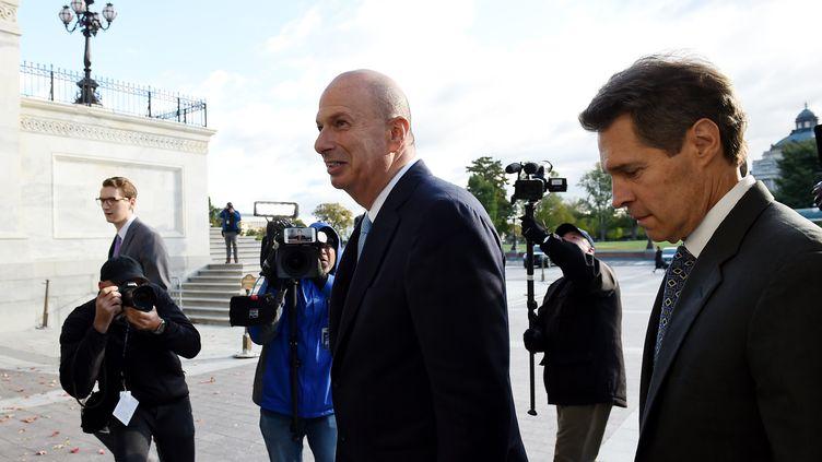 Gordon Sondland, ambassadeur des Etats-Unis auprès de l'Union européenne, arrive au Capitole, siège du Congrès américain,pour être entendu sur l'affaire ukrainienne, le 17 octobre 2019 à Washington (Etats-Unis). (OLIVIER DOULIERY / AFP)