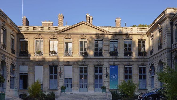 La cour de l'Hôtel de Roquelaure sur le boulevard Saint-Germain à Paris, où se trouve le ministère de la Transition écologique, pris en photo le 26 septembre 2018. (BLANCHOT PHILIPPE / HEMIS.FR / AFP)