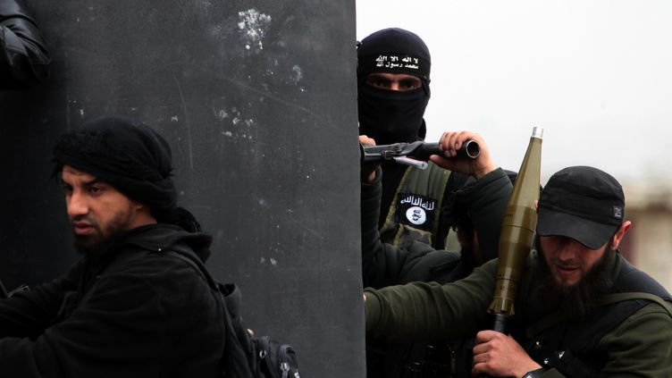 Des combattants du front Al-Nosra dans un village du nord de la Syrie, le 4 avril 2013. (GUILLAUME BRIQUET / AFP)