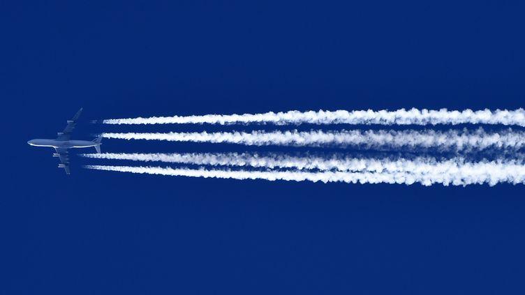 Pour les ONG signataires de la tribune, l'impact climatique de l'aviation civile a été sous-estimé. (ALEXANDRE MARCHI / MAXPPP)
