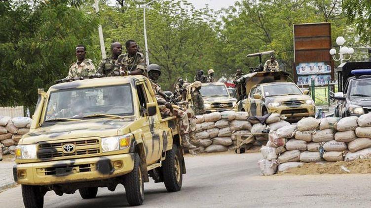 (Une patrouille militaire dans les rues de Maiduguri, au Nigeria © Maxppp)