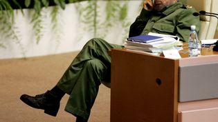 Fidel castro participe à une conférence sur le terrorisme, le 3 juin 2005, à La Havane (Cuba). (MARIANA BAZO / REUTERS)