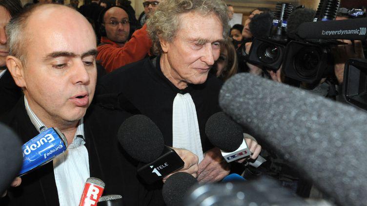 Me Jérôme Boursican (G), avocat de l'élue EE-LV Florence Lamblin, le 17 février 2012 à Paris. (MEHDI FEDOUACH / AFP)