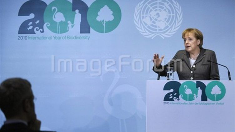 Angela Merkel donne le coup d'envoi de l'année de la biodiversité. 11 janvier 2010. (AFP - Michael Gottschalk)