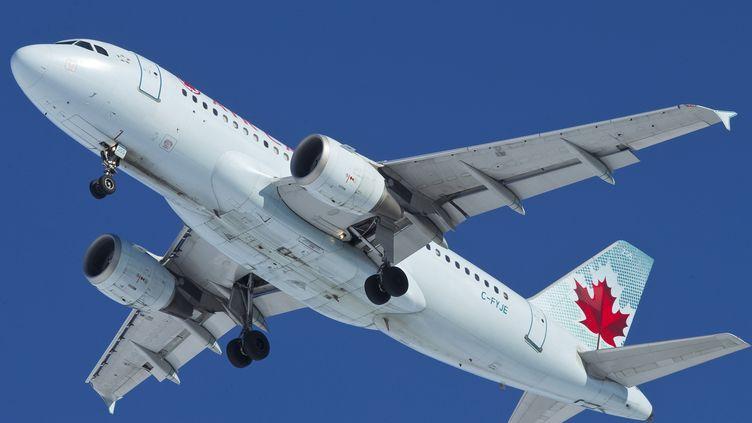Air Canada a décidé de lâcher Airbus pour passer commande de ses avions auprès de Boeing, mercredi 11 décembre. (IAN KUCERAK / EDMONTON SUN / QMI AGENCY / AFP)