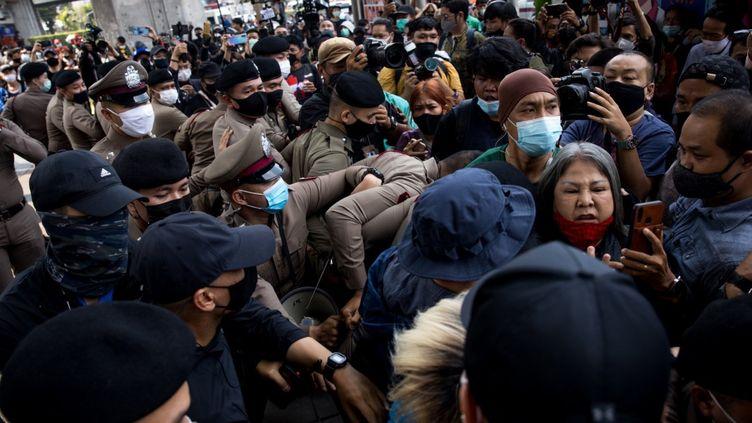Manifestation contre le texte de loi qui protège la monarchie de toute diffamation, l'article 112,à Bangkok (Thaïlande), le 16 janvier 2021. (AFP)