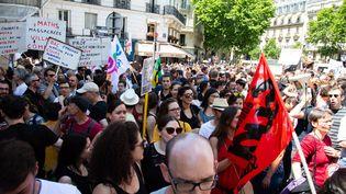 Des professeurs en grève lors du premier jour des épreuves du baccalauréat, le 17 juin 2019, à Paris. (HERMANN CLICK  / HANS LUCAS)