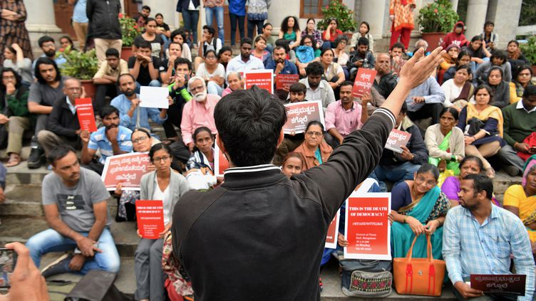Un rassemblementà Bangalore (Inde), le 5 août 2019, après la décision de l'Inde de révoquer l'autonomie du Cachemire. (MANJUNATH KIRAN / AFP)