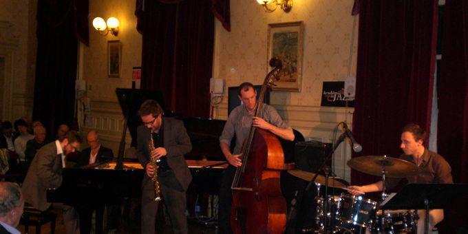 Le saxophoniste Émile Parisien et ses complices Julien Touéry (piano), Yvan Gélugne (contrebasse) et Sylvain Darrifourcq (batterie), au Foyer du Théâtre du Châtelet  (Annie Yanbékian)
