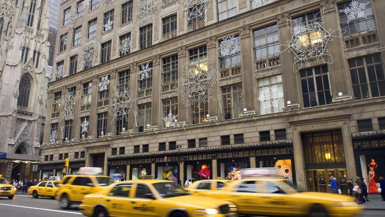 Le magasinSaks sur la 5e Avenue à New York (Etats-Unis), le25 novembre 2009. (FRANCES M. ROBERTS / NEWSCOM / SIPA)