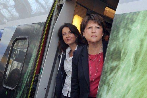 Cécile Duflot et Martine Aubry en route pour La Rochelle pour défendre Ségolène Royal en juin (AFP PHOTO / XAVIER LEOTY)