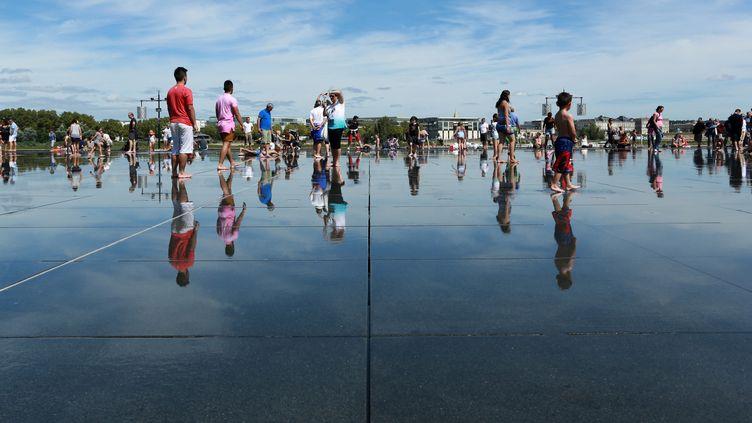 Le 25 août dernier sur le Miroir d'eau de Bordeaux.  (NICOLAS TUCAT / AFP)