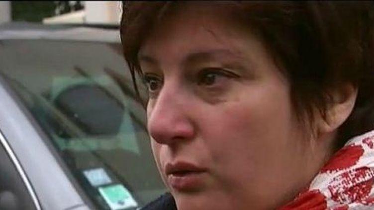 """La mère d'un élève s'est dit """"terrorisée"""" après la fusillade devant d'une école à Toulouse (Haute-Garonne), le 19 mars 2012. (FTVI)"""