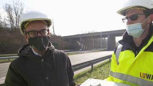 En Belgique, les autoroutes sont éclairées toute la nuit. La Wallonie vient d'entreprendre un chantier titanesque pour remplacer les vieilles ampoules par des LED, beaucoup moins gourmandes en électricité. (CAPTURE ECRAN FRANCE 2)
