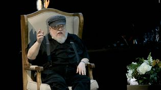 George R.R Martin, auteur de la saga Game of Thrones, durant une conférence à Mexico. (STR / AFP)