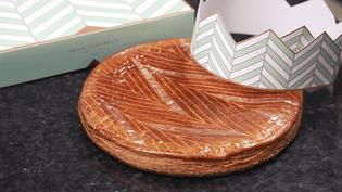 Une association collecte les galettes des rois invendues dans les pâtisseries, elles sont redistribuées à des femmes en grande difficulté.  (ROBIN PRUDENT / FRANCEINFO)