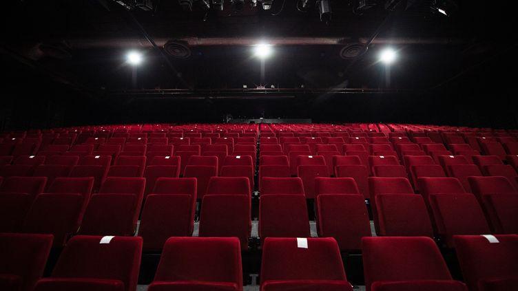 Une salle de spectacle vide (illustration). (CLEMENT MAHOUDEAU / AFP)