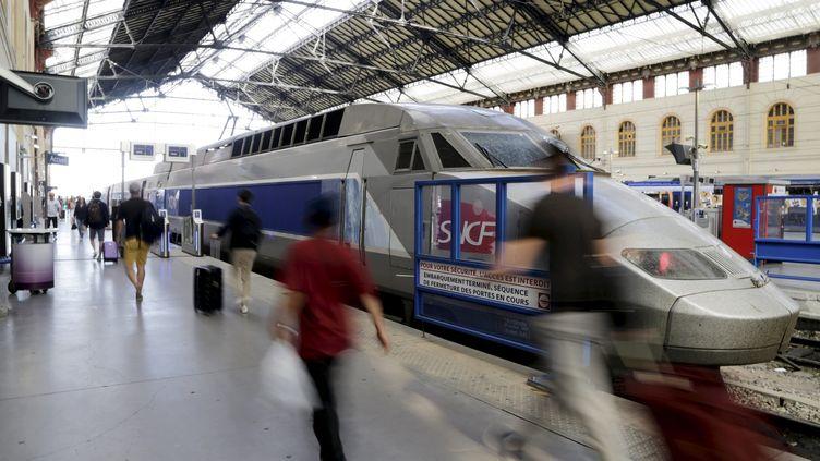 Un TGV à la gare Saint-Charles, à Marseille (Bouches-du-Rhône), le 22 avril 2018. (MAXPPP)
